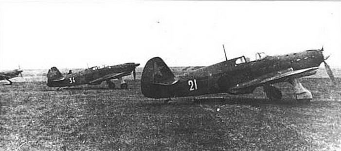 Як-1А_7 №34 и 21.jpg