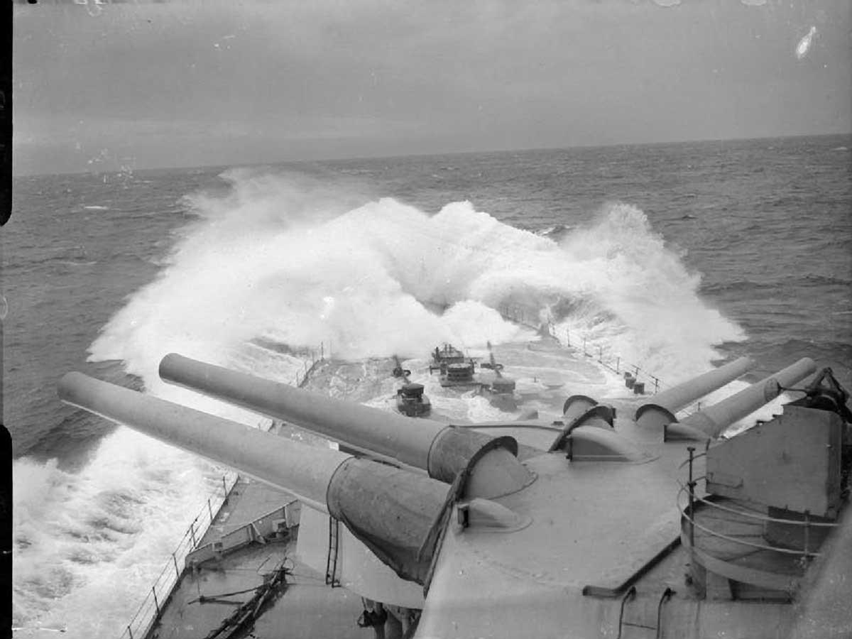 HMS-Renown-bows.jpg