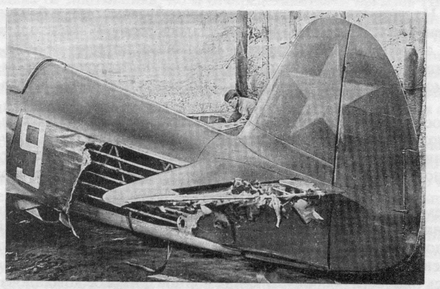 Як-1А _ 8 поврежденная №9.jpg