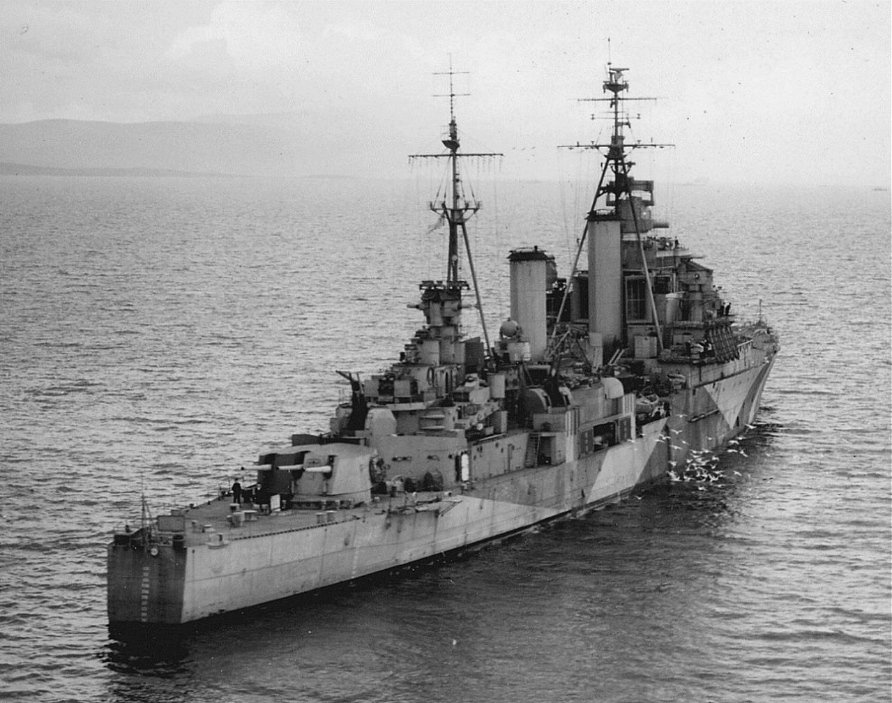 Английский легкий крейсер «Свитшур» (HMS Swiftsure) в море..jpg
