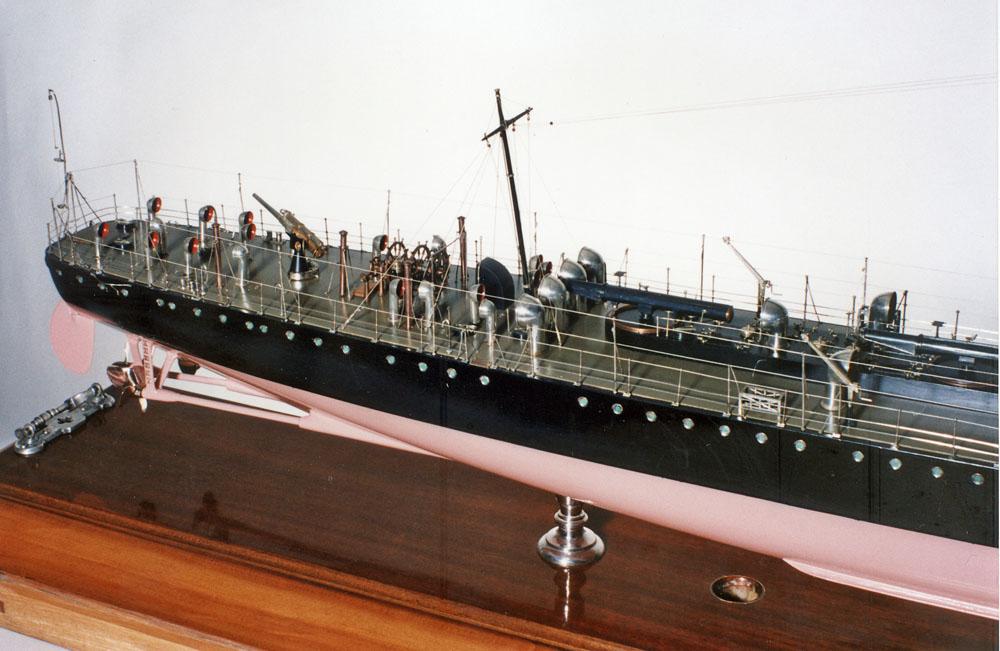 1000 dpi stern deck.jpg