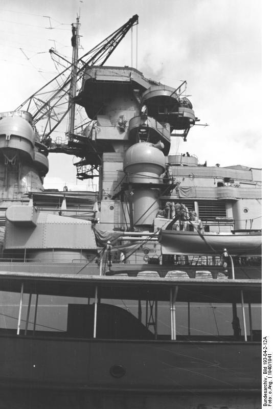 Bundesarchiv_Bild_193-04-2-12A,_Schlachtschiff_Bismarck.jpg
