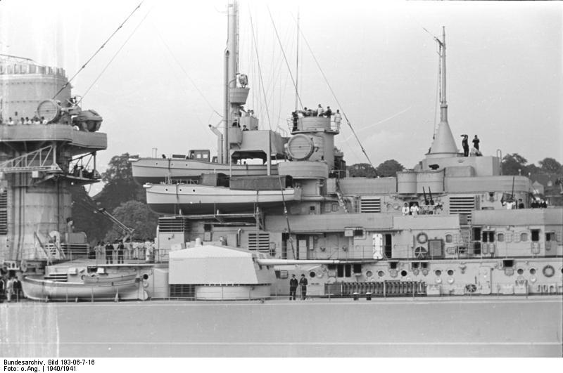 Bundesarchiv_Bild_193-06-7-16,_Schlachtschiff_Bismarck.jpg