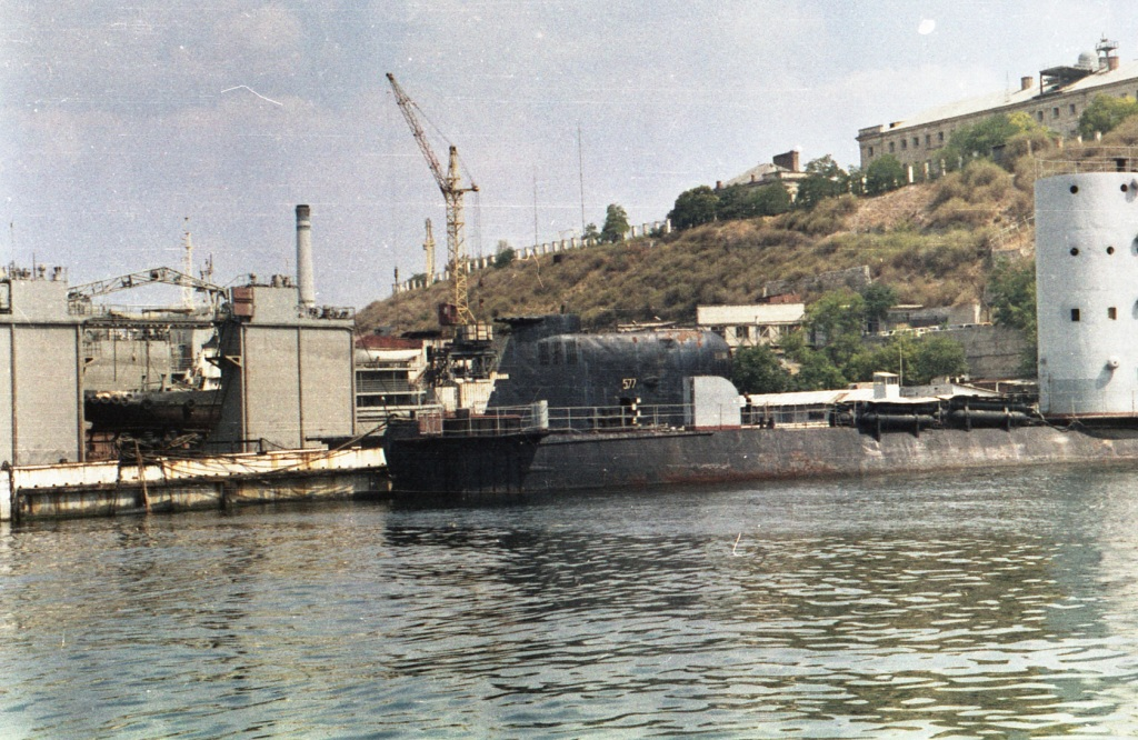 765.1993г., лето.Б-36 (БН-577) и УТС, Южная бухта Севастополя.jpg