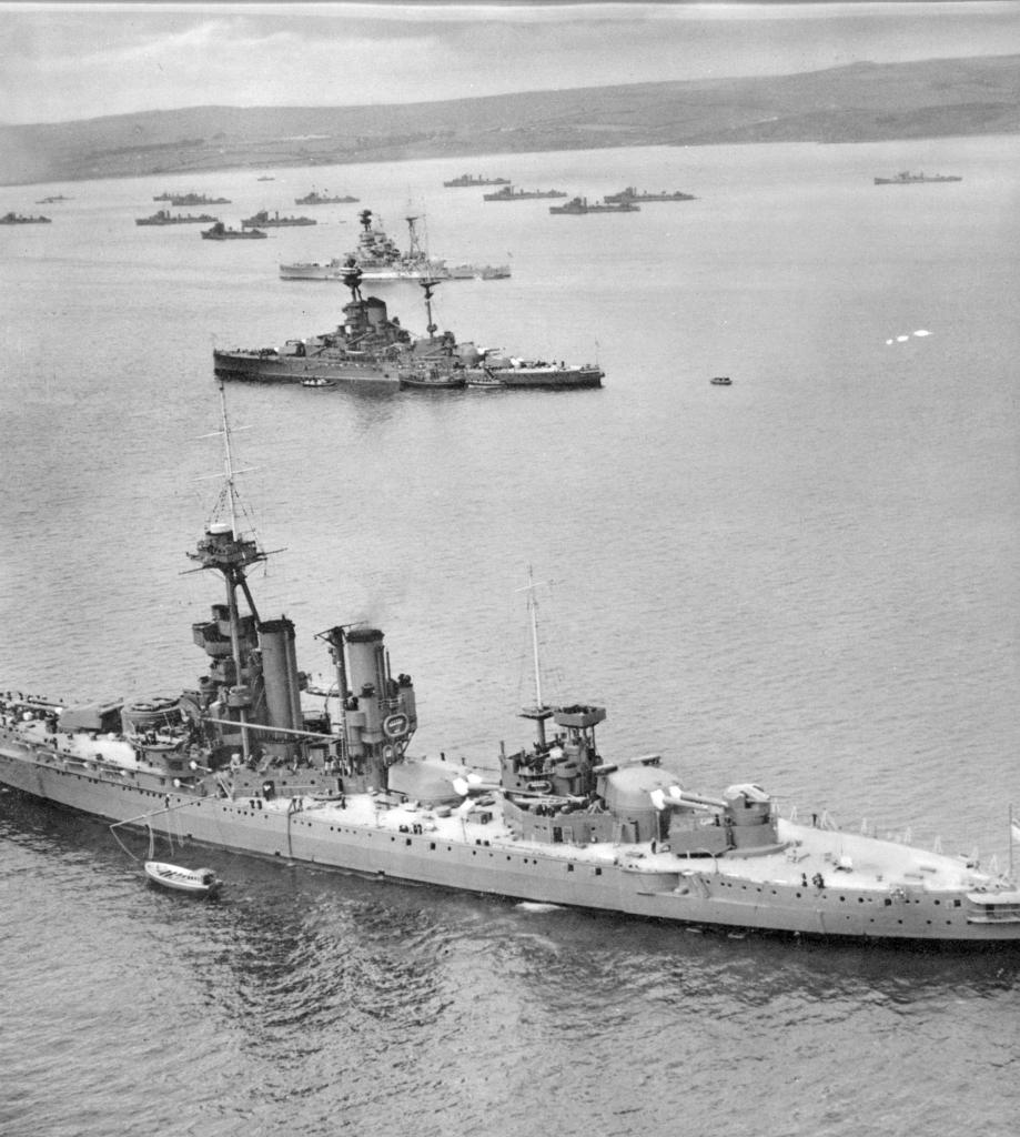 HMS Iron Duke, 1939 - with a 5.25 gun turret. HMS Revenge and HMS Ramillies are visible.jpg