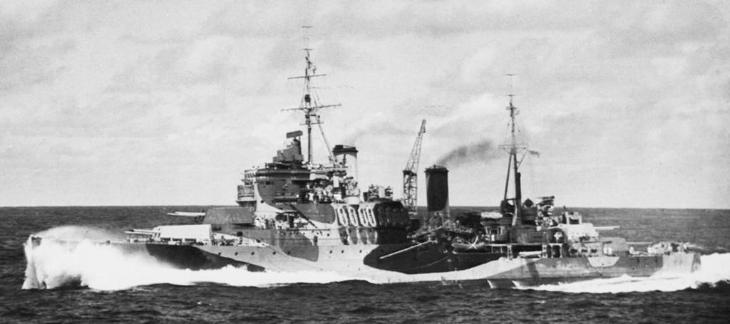 HMS Mauritius, 1942.jpg